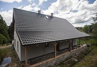 Ruukki, Plechová střecha Ruukki Finnera imitující klasickou taškovou krytinu na domě klempíře Pavla