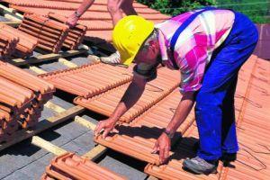 Ilustrační foto, pokrývačské práce na střeše