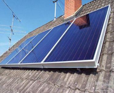 Ilustrační foto, ploché solární kolektory do střechy