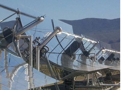 Ilustrační foto, Koncentrační kolektor s parabolickým koncentrátorem
