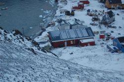 Osada Niaqornat v Grónsku čítá 50 domů. Zde byla realizována stavba prvního obchodu se skladem, kterou pro soukromého investora realizovala společnost FAGUS a.s. a která  zde provedla zastřešení systémem Lindab Roof