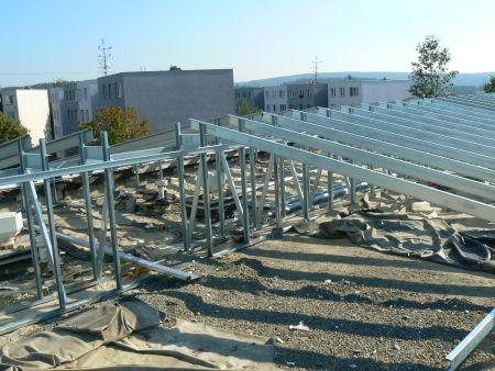 Kontrukce pro novou šikmou střechu na mateřské škole v Brně