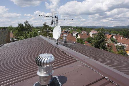 Zastřešení panelového domu systémem Lindab Roof
