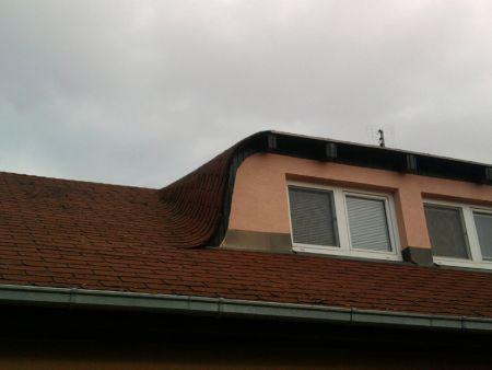 Původní stav střechy s asfaltovým šindelem