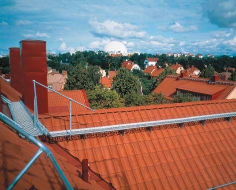 lávky a žebříky by měly být standardem na každé střeše