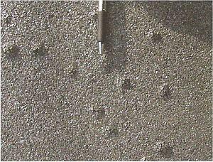 Puchýře na povrchu asfaltového hydroizolačního materiálu, zdroj: Grada