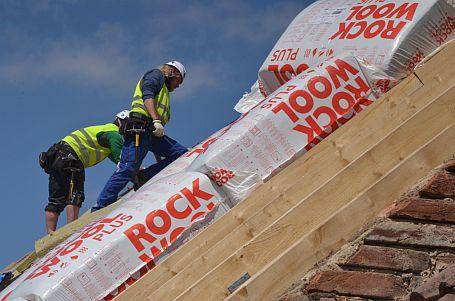 Zateplování střechy izolací Toprock, foto zdroj Rockwool CZ