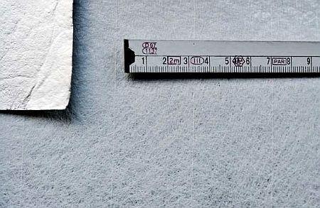 Detail vložky s Al fólií vyztužené skleněnou rohoží, zdroj: SVAP