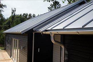Ilustrační foto, dřevostavby s plechovou střechou, foto zdroj: Lindab