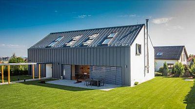 Realizace střechy střešní krytinou Lindab SRP Click - fa. Střechy Kučera, zdroj: Lindab ve spolupráci s realizační firmou Střechy Kučera a architektonickým studiem MIO architects
