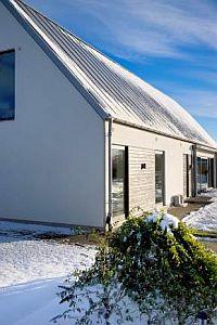 Ilustrační fotografie pasivních domů s okapovým systémem Lindab Rainline, zdroj: Lindab a.s.
