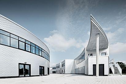 Energetické a vzdělávací centruum EEZ, Aurich Německo; zdroj: PREFA