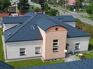 Komplex budov - Sociální ústav Barborka, Kroměříž, nejzajímavější objekt – PREFA falcovaná taška, ELIS-střechy s.r.o., Kroměříž; zdroj: Prefa Aluminiumprodukte s.r.o.