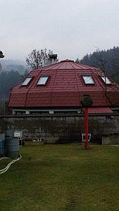 Rodinný dům Budčice, nejzajímavější objekt – PREFA falcovaný šindel, Klips s.r.o., Praha; zdroj: Prefa Aluminiumprodukte s.r.o.