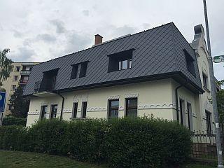 Falcovaná šablona 44x44, secesní vila Rychnov nad Kněžnou; zdroj: PREFA Aluminiumprodukte