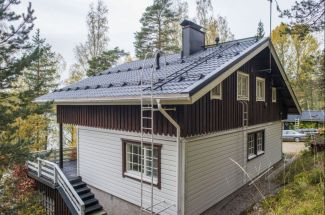 Chata u jezera ve Finsku s ocelovou střechou Ruukki Monterrey, foto zdroj Ruukki