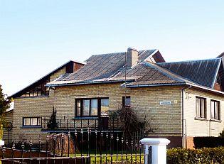Před rekonstrukcí. Stará střecha z vlnitých azbestocementových desek, zdroj: Ruukki
