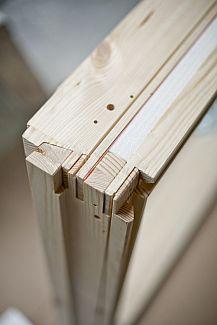 Střešní okno Velux z přírodního dřeva se spodním ovládáním, zdroj: Velux