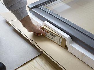 Montážní úhelníky pro střešní okno Velux, zdroj: Velux