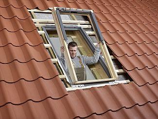 Rám střešního okna Velux, zdroj: Velux