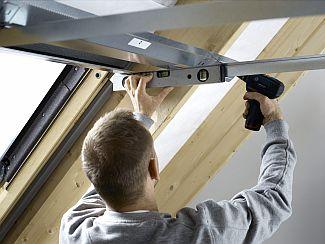 Ocelový rám opláštění střešního okna Velux, zdroj: Velux