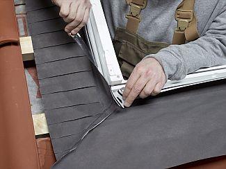 Rohové klapky střešního okna Velux, zdroj: Velux