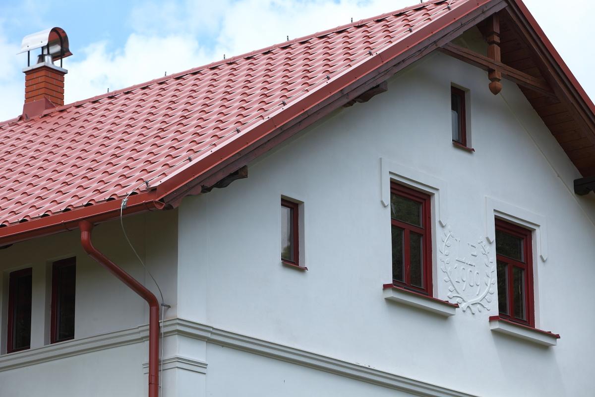 Detail střechy krytina Lindab Mega