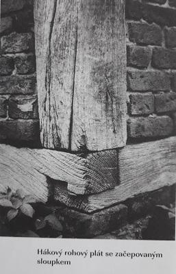 Hákový rohový plát se začepovaným sloupkem