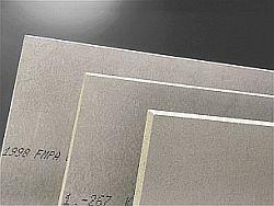 cementotřísková deska s hladkým přírodním cementově šedým povrchem CETRIS BASIC