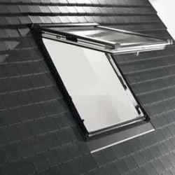 ROTO - Výklopně - dřevěné střešní okno Designo WDF R8 - zasklení Roto AcusticLine Ne ..6E