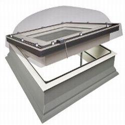 Střešní okno Fakro do plochých střech s kupolí